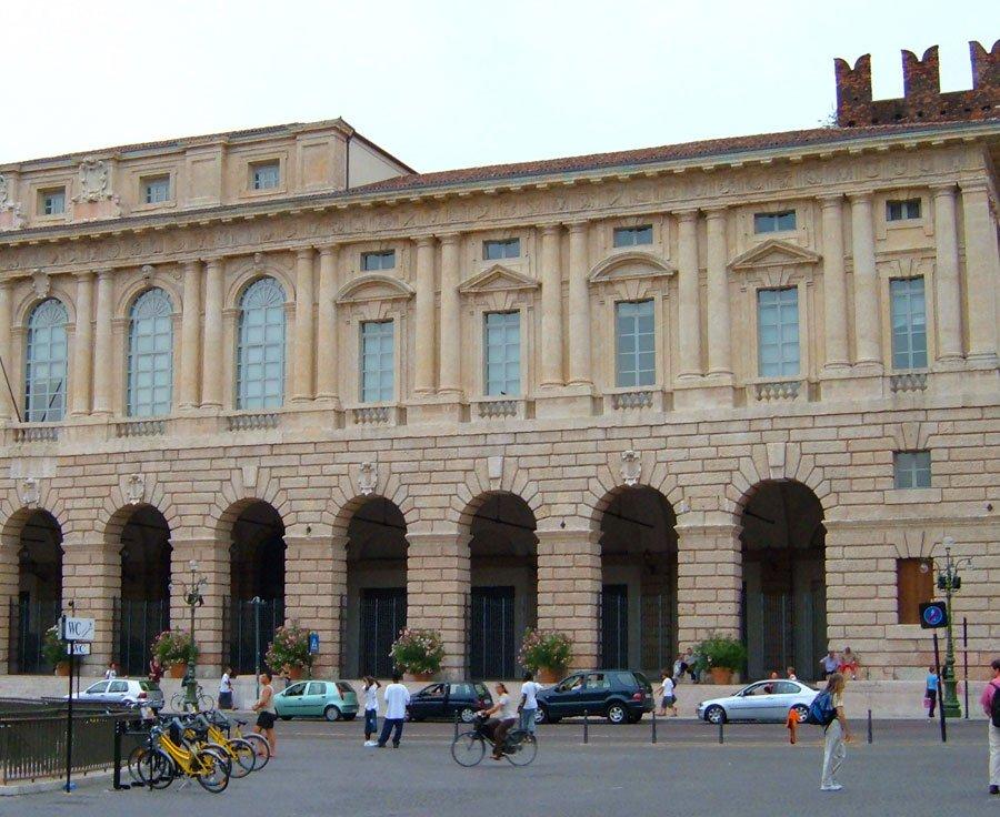 Palazzo_Gran_Guardia